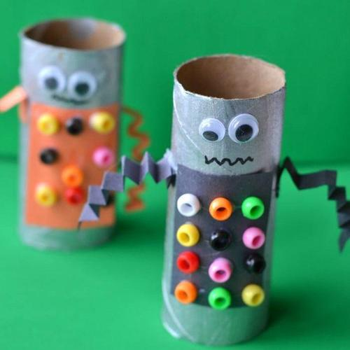 Sunday Fun Day in Space: Toilet Paper Tube Robots