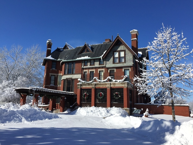 Brucemore Holiday Mansion Tours